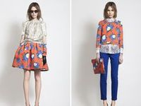 Examples of capsule wardrobes and style challenges.