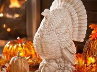 I love Fall decorations. The colors of Fall are beautiful. Thanksgiving is a great time for family gatherings, being thankful, delicious food, and beautiful decorations.