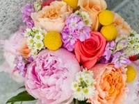 Picking out flowers and wedding colors can be challenging so here are a few floral arrangements for some inspiration!
