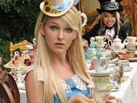 ideas ideas ideas for the ALICE IN WONDERLAND photoshoot for this year :)) how fun!