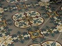 When I grow up, I will have cement tiles on the floor. Quan sigui gran, tindré paviment hidràulic al terra