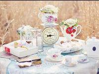 Alice au pays des merveilles / Créez une décoration digne du célèbre Alice au pays des merveilles à l'occasion d'une baby shower d'un anniversaire ou même d'un mariage avec des assiettes, des gobelets et toutes sortes de décorations et accessoires irrésistibles inspirés des personnages d'Alice !