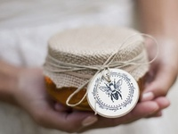 Thank your wedding guests with a thoughtful and well designed favor.