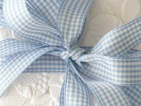 Ideas and inspiration for using the colors blue and white in your wedding color scheme. {www.weddingcolors.net}