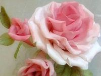 If you hadn't already noticed ... I love roses especially pink ones ! They are such a glamorous and great smelling Flower ...and are perfect for all kinds of decor and fashion !! my  absolute  favorite !!!