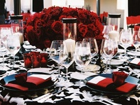 An extensive collection of inspiration for those looking for a unique and quirky wedding style. Red and black is a striking and some would say gothic colour scheme but that's the great thing: it's your day so do whatever the hell you want! Rock and roll!   Red and black colour theme wedding style (vintage/ gothic/ fantasy/ fairytale) decorations