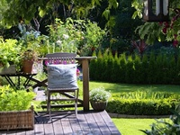 For the love of vintage gardening tools, wicker and wire, weathered crates, mossy terracotta pots, zinc, galvanised pots and watering cans...
