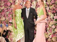 Óscar Arístides Ortiz de la Renta Fiallo (born July 22, 1932) is a Dominican American fashion designer. Born in Santo Domingo, Dominican Republic, De la Renta was trained by Cristóbal Balenciaga and Antonio Castillo, he became internationally known in the 1960s as one of the couturiers to dress Jacqueline Kennedy. An award-winning designer, he worked for Lanvin and Balmain; his eponymous fashion house continues to dress leading figures, from film stars to royalty, into the 2010s.
