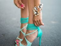 Clothes/Jewlery/Shoes