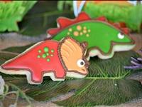 Tips en ideeën voor een dinosaurusfeestje. Decoratie, feestartikelen, uitnodigingen, knutselen, spelletjes, taarten, hapjes, drankjes, verkleedpartijtje en meer...