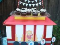 Daniel Tiger's Neighborhood cakes, invitations, and more!