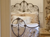 And some brass beds and daybeds, i love them!!!