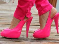 My 3rd fav couleur...fuschia, neon pink, hot pink, pink pink!!!  Any and all bright bright pinks... <3