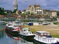 Je vous salue ma France, arrachée aux fantômes ! Ô rendue à la paix ! Vaisseau sauvé des eaux... Pays qui chante : Orléans, Beaugency, Vendôme !.. \ L. Aragon \