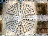 Entre roman et gothique, le XIIE