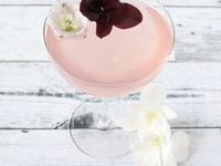 Sips / Cocktails   Cocktail Recipes   Drink Recipe   Drinks   Boozy Drink   Party Drink   Champagne   Vodka Drink   Sangria   Bloody Mary   Whiskey Drink   Prosecco   Rum Drink   Gin Drink   Rosé   Wine   Vino