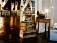 Country & Rustic Gift & Guest Book Table