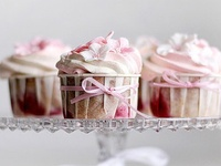 How can you not love cupcakes (or fairy cakes as we call them in England) - #Cupcakes #CakeDecorations #FairyCakes #Muffins #Decorating #Recipes