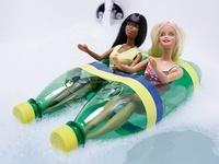 Te animamos a que reutilices o recicles las botellas de plástico, antes de que terminen en el medio del océano.