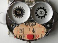 Latas, cubiertos, viejos transistores, flexos, todo, absolutamente todo vale para crear un robot.
