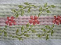 São bordados bem parecido. O ponto vagonite surgiu na Suécia e era muito usado nos Estados Unidos nas décadas de 30 e 40 para a decoração de tecidos.
