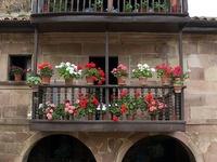 puertas, balcones, ventanas.