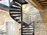 Escaliers Décors® (www.ed-ei.fr) vous propose ici un cahier de tendances sur la décoration de style montagne pour que votre escalier s'harmonise avec votre décoration, votre mobilier, vos goûts, votre personnalité. Vous aimez les objets qui ont une histoire et une patine. Vous souhaitez valoriser l'histoire de votre chalet, maison ou appartement. Ici nous mettons en valeur les matières naturelles comme l'acier, le fer, le bois, les finitions patinées. Avec Escaliers Décors®, imaginez le vôtre !