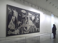 Málaga, España; 25 de octubre de 1881 - f. Mougins, Francia; 8 de abril de 1973), conocido como Pablo Picasso, fue un pintor y escultor español, creador, junto con Georges Braque y Juan Gris, del movimiento cubista.abordó otros géneros como el dibujo, el grabado, la ilustración de libros, la escultura, la cerámica y el diseño de escenografía y vestuario para montajes teatrales.se declaraba pacifista y comunista. su muerte, el 8 de abril de 1973 en Notre-Dame-de-Vie (Mougins, Francia) a los 91 a