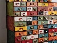 Bureaux, étagères, coffres et boîtes