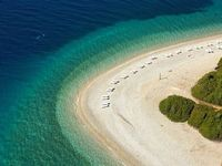 Alonissos, Greece アロニソス島、ギリシャ / スキアトス島とスコペロス島の近く。 スポラデス諸島の中で最も人口が少ない。 ここの海はどこよりも透明度が高い。