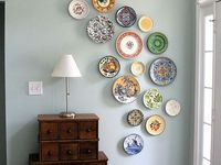 Use of plates as art.