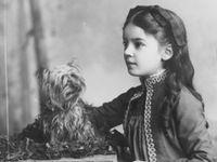 For 53 years i life with a dog now i am a dog myself i think no dog / no Rachel.