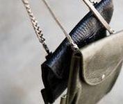 Leather bags / Tassen, armbanden, riemen en accessoires die gemaakt zijn van leer.