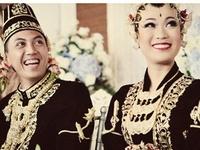 The theme: Javanese-Yogyakartan Geek Wedding! From the pre weddings, ceremonies, to details and poses