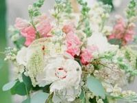 Wedding bouquets, centerpieces and boutonnieres. Succulents, peonies, ranunculus, hydrangeas, roses, poppies, carnations, lilies and more.