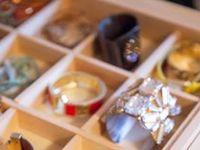 Ideoita korujen säilytykseen ja esillepanoon, itse askarreltavia korutelineitä ja valmiita tuotteita. Jewelry display ideas, DIY tutorials for jewelry stand, organizers and other storage.