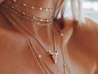 make a statement~ / Hence the title, lavish jewelry.