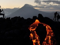 Volcanoes in central america and mexico on pinterest for Muralla entre mexico y guatemala