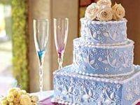 Decorating cakes, Petit fours and Amazing cakes