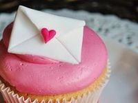 Love and cupcakes are all we need !