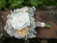 Get ready for some drop dead gorgeous wedding bouquet ideas from our favorite floral designers. I'm pretty darn sure that these lush bouquets will leave you speechless. Take a look!