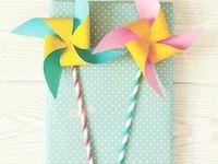 DIY Geschenke verpacken / Du hast das perfekte Geschenk! Allerdings hast du keine Idee wie du es schön verpacken kannst. Vielleicht hilft dir dieses Board dabei. Hier findest du Anleitungen, Ideen & DIYs rund um das Thema Geschenke verpacken. Mehr Kreativideen findest du übrigens auf www.clarki.de