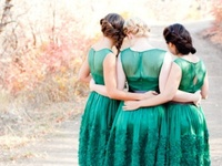Ideas and inspiration for using the color emerald in your wedding. www.theperfectpalette.com