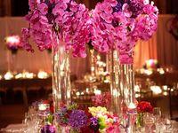 Decoraciones de centros de mesa para fiestas y eventos.