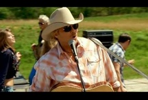 ♫ Play That Country Music ♫ / I grew up on country music !