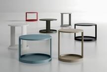 MOON / MOON es otra mesa con diversas posibilidades de uso y en la que la curva se erige en protagonista de la pieza. Las dos medidas en que se presenta (Ø380 y Ø460) permiten su uso en común y facilitan mayor adaptación al espacio.