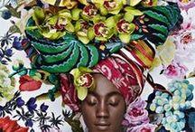 &AFRIKA / Tijdens onze reis around the botanical world doen we zes werelddelen aan in onze zoektocht naar botanische inspiratie. De meest bijzondere groene verhalen, de mooiste bloemenvazen, de leukste manieren om planten in gerechten te verwerken, fashion geïnspireerd op flora en wonen met bloemen en planten rondom de wereld. Dit keer reizen we af naar… Afrika!