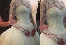 WEDDING DRESSES / by Brenda Acevedo