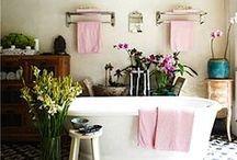 Bathrooms / by Danielle Hardy