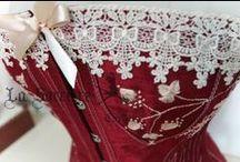 Reprodução de um corset Vitoriano / Este corset é uma reprodução do Bon Ton corset, um modelo vitoriano, feito pela empresa americana, Royal Worcester Corset Company, em 1876, o original foi doado junto a outros modelos, ao museu The Metropolitan Museum of Art, nos anos 50. É também a minha primeira reprodução fiel de um modelo histórico e o meu primeiro corset com esse tipo de trabalho de bordado.